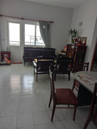 Căn hộ chung cư Vạn Đô tầng 7 hướng Đông Bắc, đầy đủ nội thất.