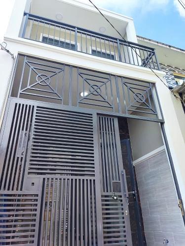 Nhà phố được thiết kế 2 tầng diện tích 56m2, có sổ hồng riêng.