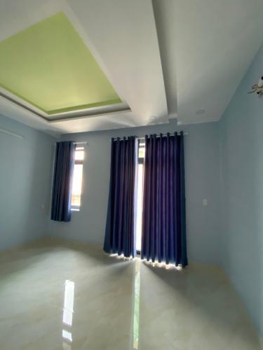 Phòng ngủ nhà phố Nhà phố Bình Tân hướng Bắc thiết kế hiện đại, hẻm xe hơi.