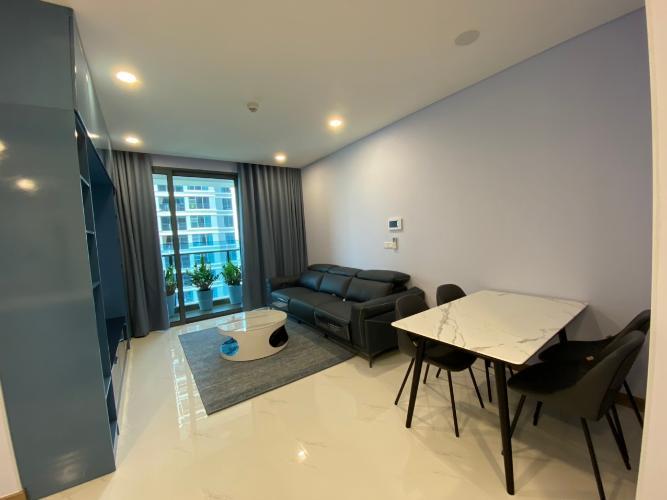 Không gian căn hộ Sunwah Pearl, Bình Thạnh Căn hộ Sunwah Pearl diện tích 106m2, ban công rộng đón gió mát mẻ.