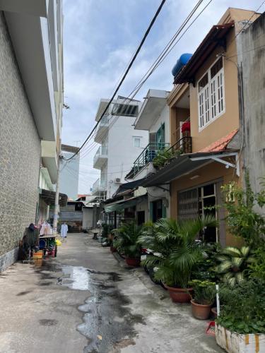 Hẻm nhà phố Nhà phố Bình Tân diện tích sử dụng 156m2, 1 trệt 1 lầu.