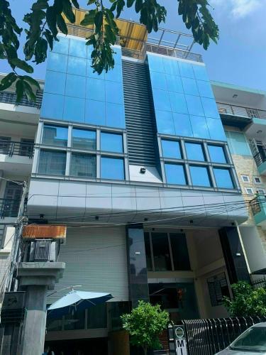 Văn phòng mặt tiền đường Lam Sơn, kết cấu 1 hầm và 7 lầu.