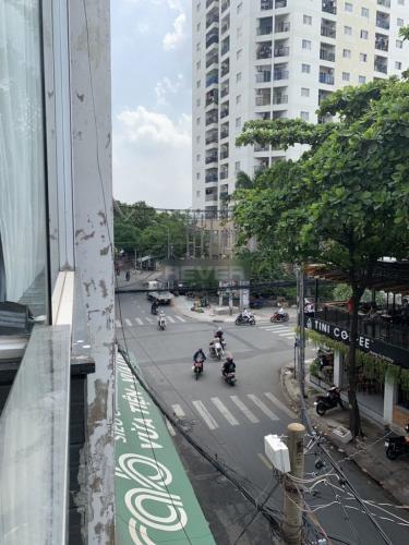 Đường hẻm nhà phố Quận Tân Phú Nhà phố mặt tiền đường Phạm Văn Xảo hướng Đông Nam, sổ hồng riêng.