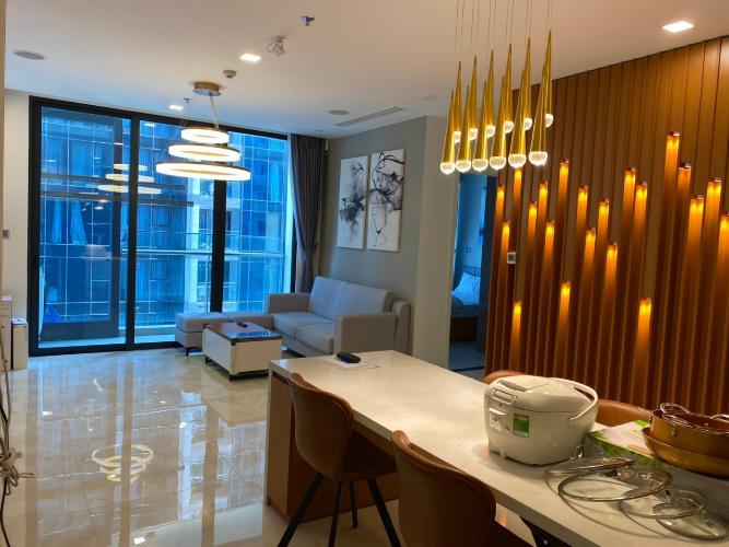 Căn hộ Vinhomes Golden River tầng 28, view nội khu yên tĩnh.
