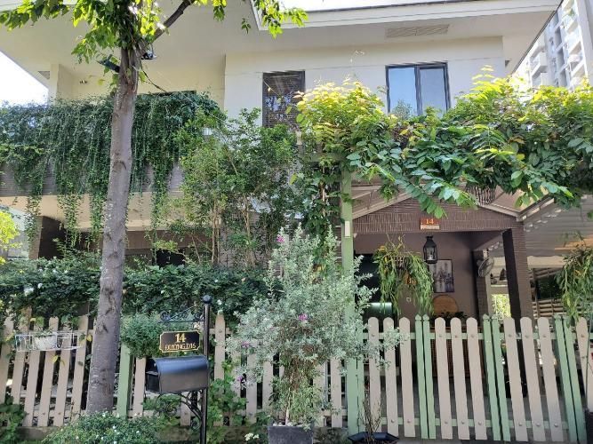 Biệt thự với sân vườn đẹp, diện tích 169m2, đầy đủ tiện nghi.