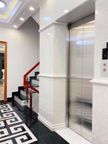 Không gian tòa nhà kinh doanh Quận Gò Vấp Tòa nhà kinh doanh thiết kế kiên cố, kỹ lưỡng 6 tầng, nội thất cơ bản.