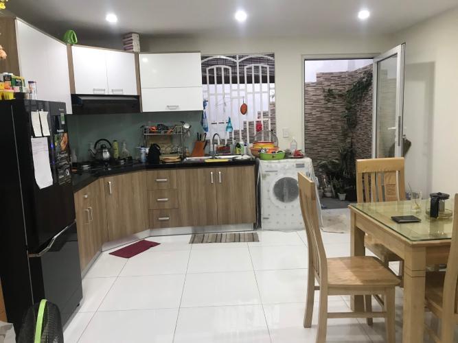 Phòng bếp Nhà phố hẻm rộng 3m hướng Tây, diện tích 95.85m2.