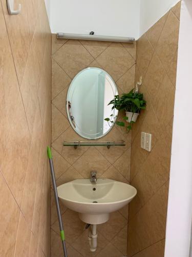 Phòng tắm căn hộ Sky Garden 3, Quận 7 Căn hộ Sky Garden 3 tầng 4 view nội khu thoáng đãng, đầy đủ nội thất.