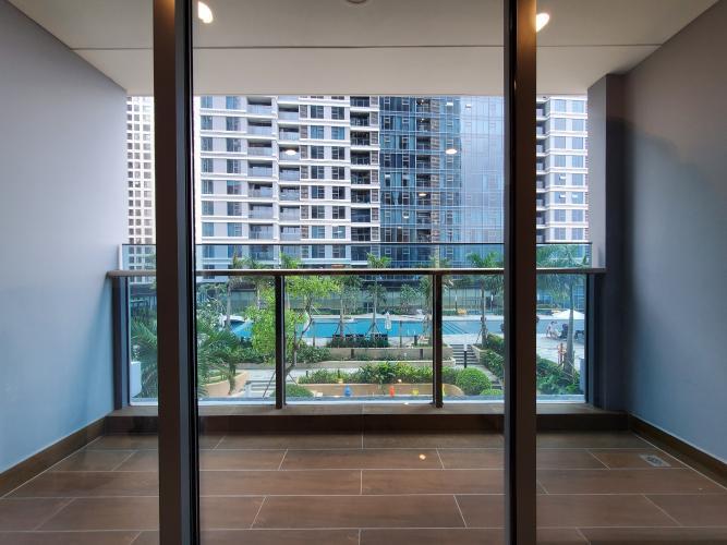 Căn hộ Sunwah Pearl nội thất cơ bản, có sân vườn rộng.