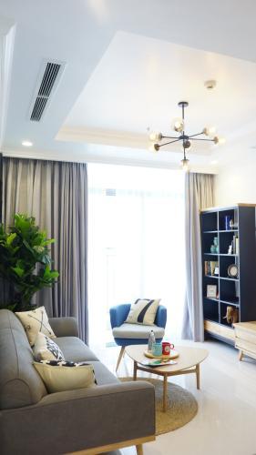 Phòng khách căn hộ Vinhomes Central Park, Quận Bình Thạnh Căn hộ Vinhomes Central Park đón view tầng cao, đầy đủ nội thất.