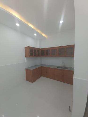 Bếp Nhà phố hướng Đông, hẻm thông tứ hướng, nội thất cơ bản.