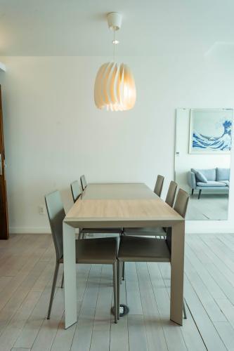 Căn hộ tầng 8 Léman Luxury Apartments hướng Tây Bắc, đầy đủ nội thất.