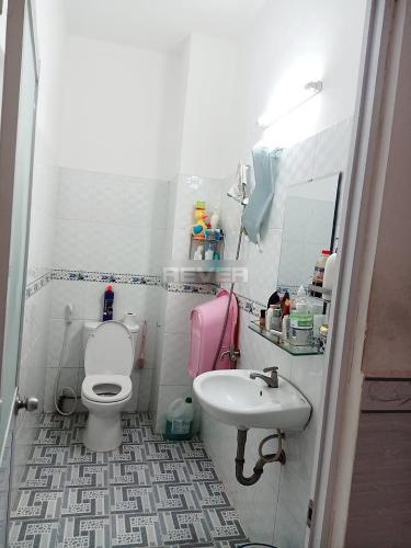 Phòng tắm nhà phố Huyện Bình Chánh Nhà 1 trệt 1 lầu Huyện Bình Chánh hướng Tây Nam, sổ hồng riêng.