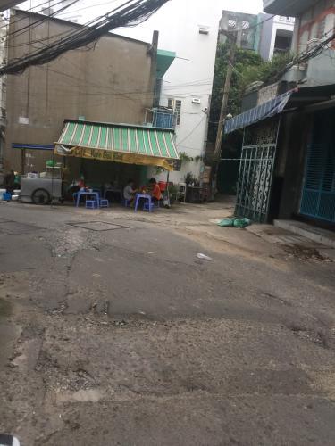 Đường hẻm nhà phố quận Bình Thạnh Bán nhà phố hẻm đường Phan Văn Trị, 2 phòng ngủ, diện tích đất 179.8m2, sổ hồng đầy đủ