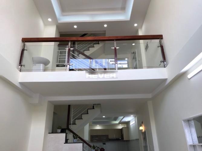 Phòng khách nhà phố Trần Văn Đang, Quận 3 Nhà phố hướng Đông Nam, trước nhà hẻm nhỏ an ninh, yên tĩnh.