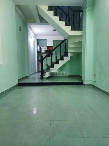 Nhà phố diện tích 50m2 kết cấu 1 trệt 2 lầu, không có nội thất.