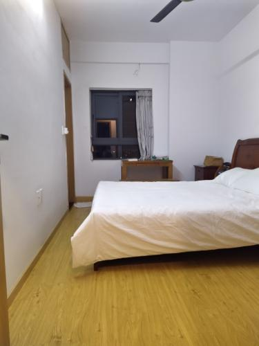 Phòng ngủ căn hộ Tecco Central Home, Bình Thạnh Căn hộ Tecco Central Home nội thất cơ bản, view thành phố thoáng mát.
