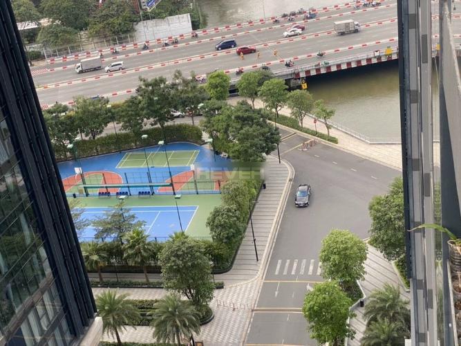 View căn Officetel Vinhomes Golden River , Quận 1 Căn hộ Officetel Vinhomes Golden River tầng 12 view thoáng mát.