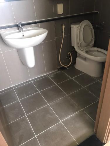 Phòng tắm căn hộ The Eastern, Quận 9 Căn hộ The Eastern tầng cao đầy đủ nội thất tiện nghi, hướng Đông Nam.