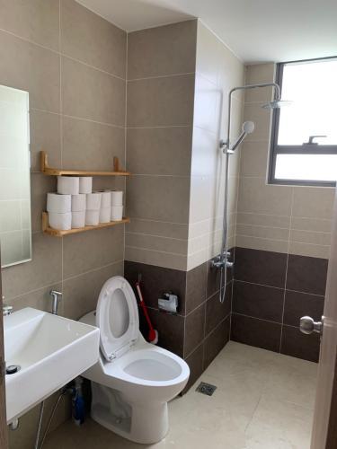 Phòng tắm căn hộ The Sun Avenue Căn hộ tầng cao The Sun Avenue nội thất đầy đủ, ban công thoáng.