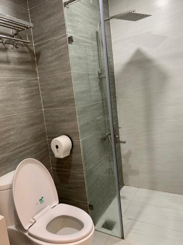 nhà tắm căn hộ The Sun Avenue Cho thuê căn hộ Office-tel The Sun Avenue, nội thất cơ bản