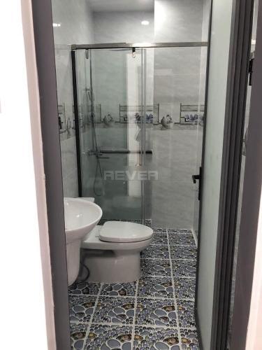 Phòng tắm nhà phố Quận Bình Tân Nhà phố Q.Bình Tân hướng Nam 1 trệt 3 lầu diện tích sử dụng 240m2.