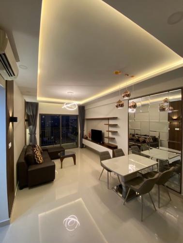 Căn hộ The Sun Avenue tầng trung, bàn giao nội thất hiện đại.