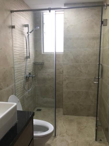 Phòng tắm căn hộ Sunrise Cityview, Quận 7 Căn hộ tầng 14 Sunrise Cityview cửa hướng Tây Bắc, đầy đủ nội thất.
