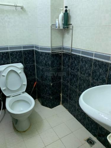 Phòng tắm nhà Bình Thạnh Nhà phố Bình Thạnh diện tích sử dụng 126m2, cửa chính hướng Tây Bắc.