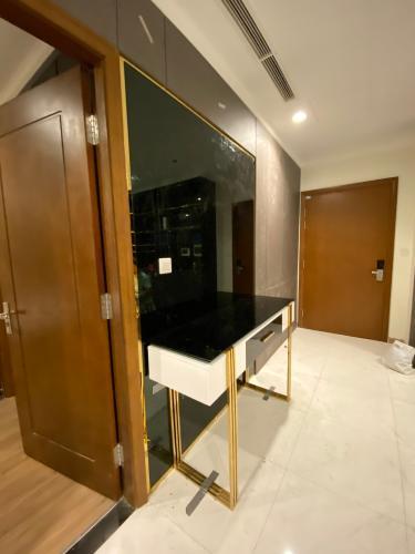 Căn hộ Vinhomes Central Park tầng 37 nội thất hiện đại đầy đủ