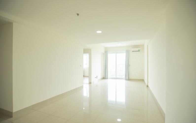 Căn hộ có 3 phòng ngủ The Park Residence tầng 10, nội thất cơ bản.