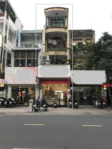 Nhà phố mặt tiền đường Cao Thắng, hướng Đông thoáng mát.