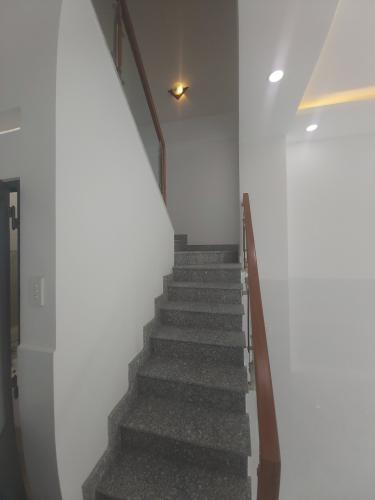 View cầu thang Nhà phố hướng Đông, hẻm thông tứ hướng, nội thất cơ bản.