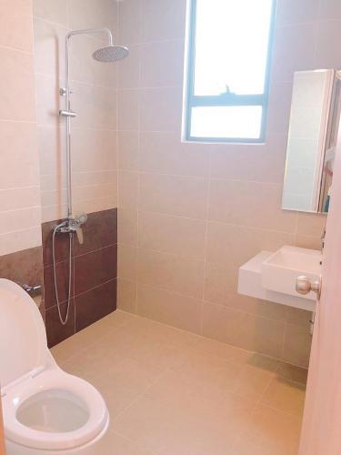 Toilet căn hộ dịch vụ quận 10 Cho thuê căn hộ dịch vụ đường Ba tháng Hai, Quận 10, diện tích 35m2, cách Nhà hát Hòa Bình 200m