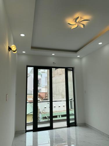 Bên trong nhà phố Phạm Văn Chí, Quận 6 Nhà phố hướng Đông Nam, hẻm 6m cách mặt tiền 3 căn nhà.