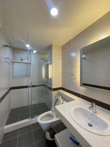 Phòng tắm La Casa, Quận 7 Căn hộ La Casa hướng Đông Nam, view sông tuyệt đẹp.
