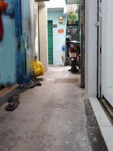 Hẻm trước nhà phố Nhà phố Bình Chánh hướng Đông diện tích 53.4m2, hẻm xe máy.