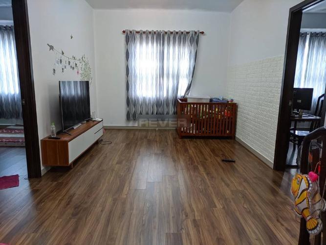 Căn hộ Đạt Gia Residence đầy đủ nội thất, sàn lót gỗ.