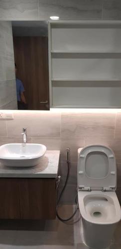 Toilet căn hộ Kingdom 101 Bán căn hộ Kingdom 101 2 phòng ngủ Quận 10, diện tích 61m2