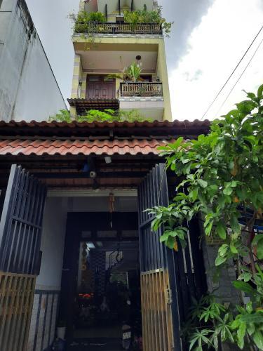Nhà phố hướng Đông Nam diện tích sử dụng 300m2, khu dân cư an ninh.