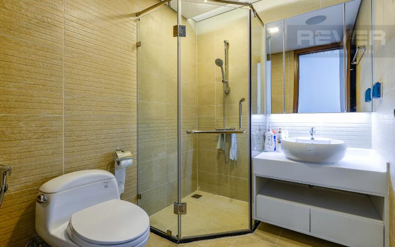 phòng tắm 2 Căn hộ 2 phòng Vinhomes Central Park tại Park 6 tầng cao, tiện nghi và yên tĩnh