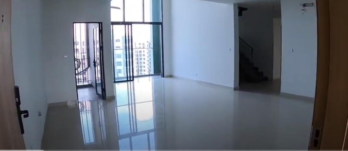 Căn hộ Duplex Celadon City ban công hướng Nam, nội thất cơ bản.