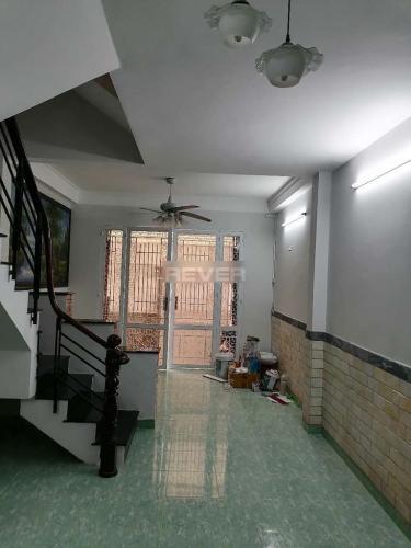 Phòng khách nhà phố Nhà phố 1 trệt 2 lầu diện tích sử dụng 180m2, hướng Tây Nam.