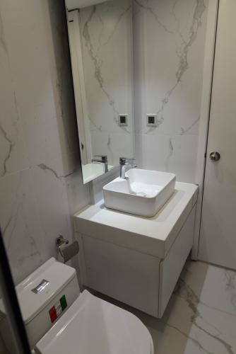 Phòng tắm , Căn hộ 89-91 Nguyễn Du , Quận 1 Căn hộ 89-91 Nguyễn Du tầng 7 ban công hướng Đông, nội thất đầy đủ hiện đại.