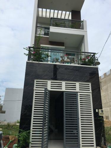 Nhà phố diện tích 52m2 kết cấu 2 tầng, có sổ hồng riêng.