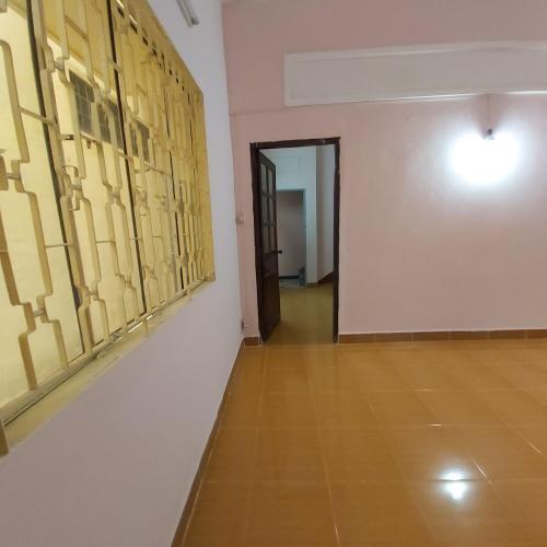 Bán nhà hẻm Huỳnh Văn Bánh có hướng Tây Bắc, kinh doanh sầm uất.