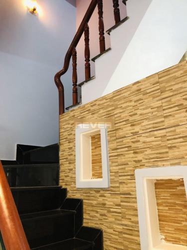 Cầu thang nhà phố Trương Đình Hội, Quận 8 Nhà phố diện tích 38.5m2, thiết kế kỹ lưỡng cùng gam màu xanh mát.
