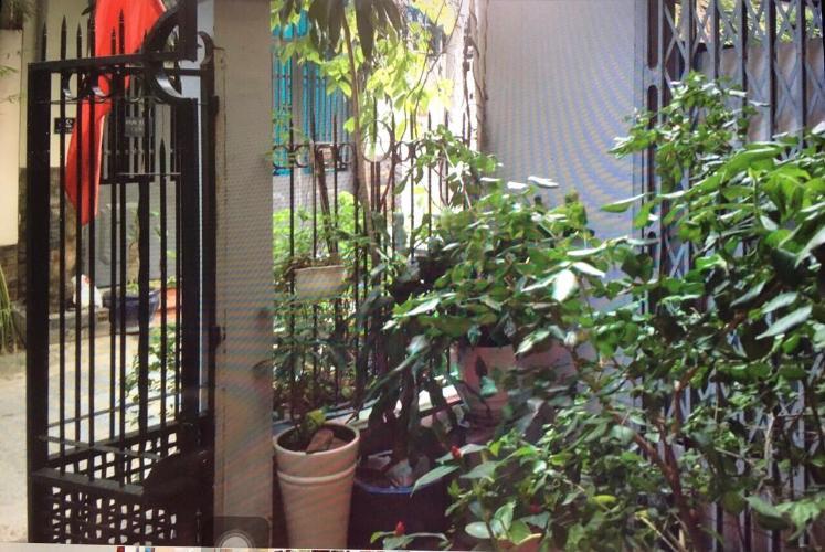 Sân nhà phố đường số 2, Quận 2 Văn phòng có sân vườn mát mẻ, diện tích 75m2, hướng Tây Bắc.