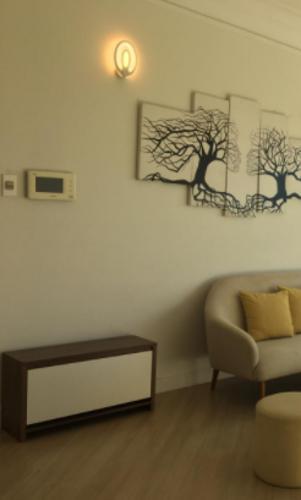 Căn hộ Cao ốc Phú Nhuận tầng trung thoáng mát, đầy đủ nội thất.