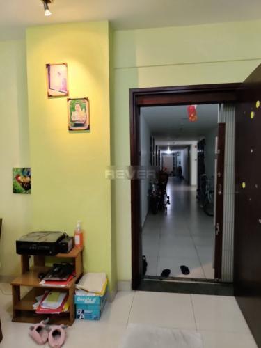 Căn hộ Phú Thạnh Apartment đầy đủ nội thất, ban công hướng Đông.